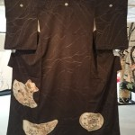縫い取りお召しの黒留袖